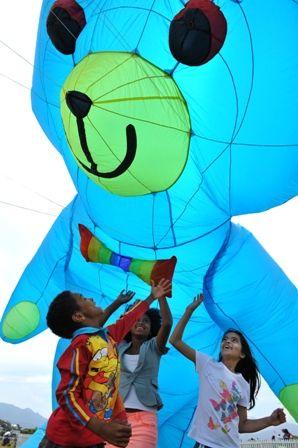 Kite Festival _ Abubaker Mateus;  Suheimah Mateus;   Amaani Omar (Photo by Eric Miller)