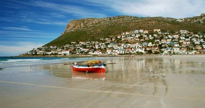 Fish Hoek Beach (photo-Vic Duggan)