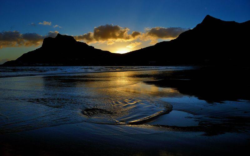 Hout Bay Beach Sunset. Photo from sampaikini.com