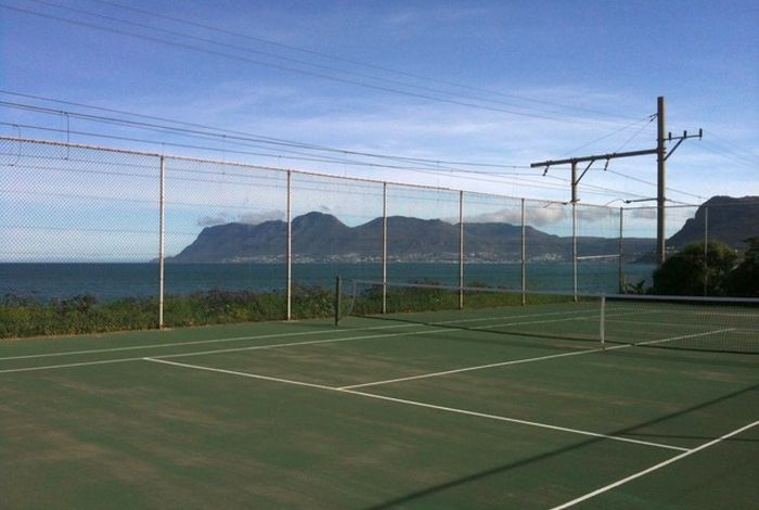 St James Tennis Court