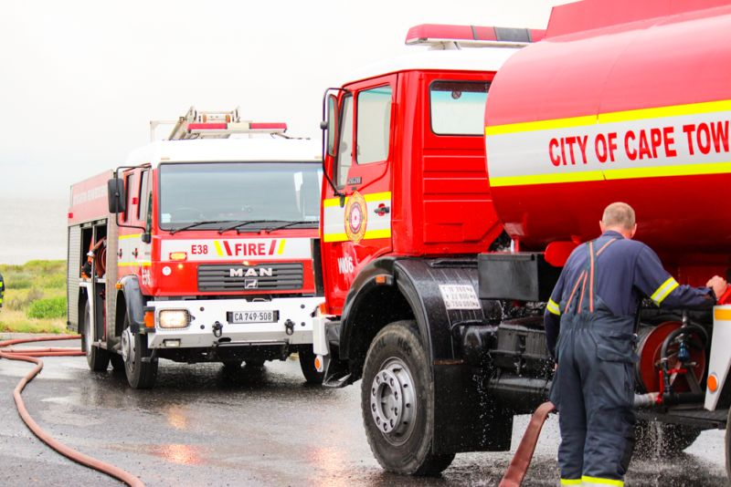 Fire fighters take on Rietvlei Fire near SANCCOB