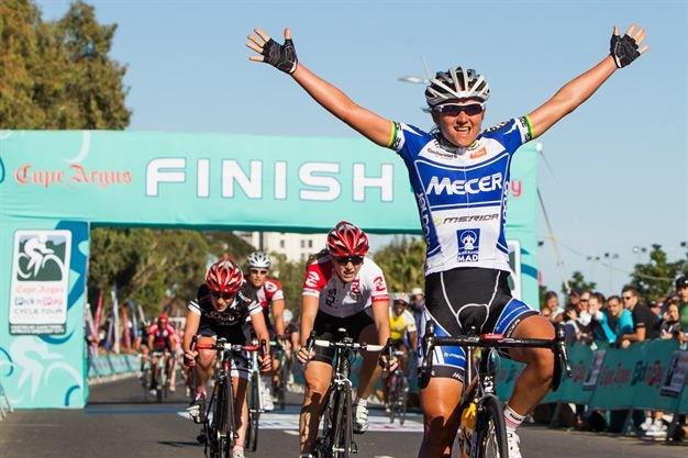 Anriette Schoeman wins ladies race 2013 Photo: Karin Schermbrucker, Gallo Images