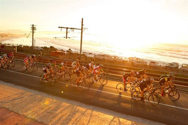 Dawn cyclists, Muizenberg- Greg Beadle,Gallo Images